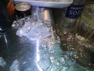 ガラスのグラスが死んだ