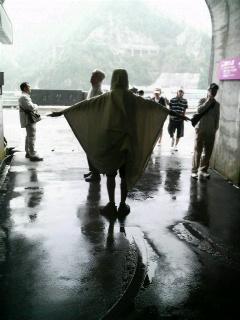 黒部ダム、雨